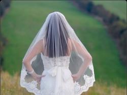 Suknia śluna dla niskiej dziewczyny