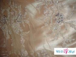 Suknia w kolorze złota