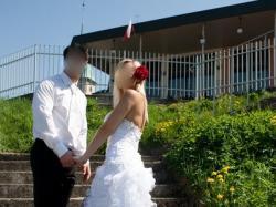 Suknia w stylu hiszpańskim, falbany, tren, rozcięcie