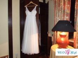 Suknia White One 458 Madonna-piękna i delikatna