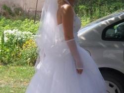 Suknia z kamieniami Swarovsiego