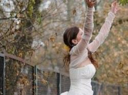 Suknia z kokardą