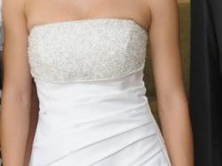 suknia z ręcznie przyszywanymi koralikami