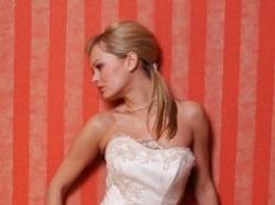 Suknia z ręcznie zdobiną koronką !!!