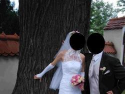 Suknia z zakrytymi plecami