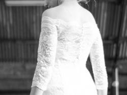 Suknia ze śnieżno-białej koronki