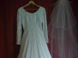 Suknię ślubną z pięknej koronki sprzedam -Tanio