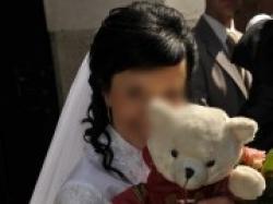 Szczęśliwa suknia ślubna Asina, idealna na mały biust