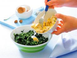 Szpinakowa zupa krem z orzechami