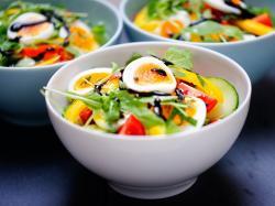 Szybkie i banalnie łatwe sałatki na imprezę! Mamy dla was 7 pysznych propozycji