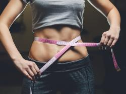 Tak wygląda najlepsze ćwiczenie na mięśnie brzucha!