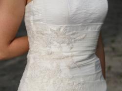 Tania, elegancka suknia ślubna z dodatkami