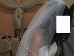 Tanio śliczna suknia ślubna z dodatkami