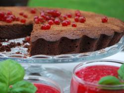 Tarta czekoladowa z rurkami