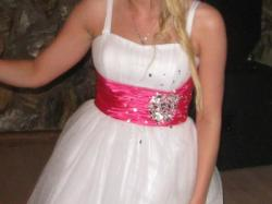 Tiulowa biała sukienka