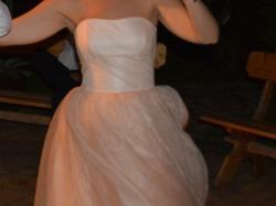 Tiulowa suknia pudrowy róż