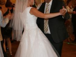 Tiulowo-koronkowa, piekna suknia ślubna