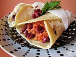 Tortilla meksykańska z mięsem i fasolą