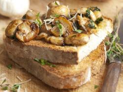 Tosty z grzybami i mozzarellą