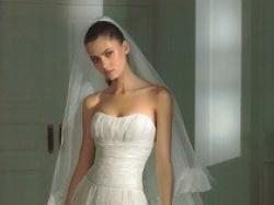 Unikalna suknia Pronovias - elegancka i delikatna - model Hindu