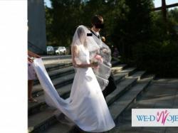 Urocza, prosta sukienka ślubna i welon (lub osobno)