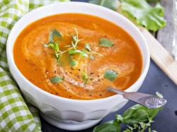 """""""Uroda Życia"""": zupa pomidorowa z pomarańczą"""