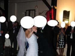 Urokliwa prosta suknia ślubna