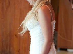 White One z Madonny Piękna sukienka