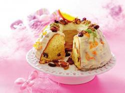 Wielkanocna babka drożdżowa z kremem