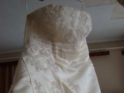 Włoska suknia z trenem