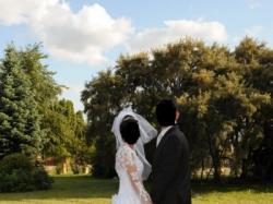 wspaniała francuska suknia ślubna z przepięknym trenem
