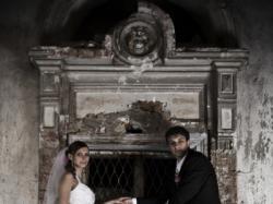 Wyjątkowa biała, delikatna,wysmuklająca suknia ślubna,ładnie podkreśla biust