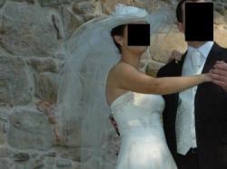 Wyjątkowa suknia ślubna z kapeluszem