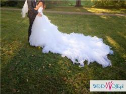 Wyjątkowa suknia  z długim trenem 2 metry