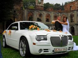 wynajem limuzyn Chrysler 300c bialy i czarny na slub, wesele