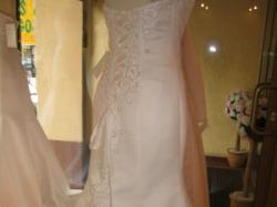 Wytworna szwedzka suknia ślubna z trenem w kolorze ivory