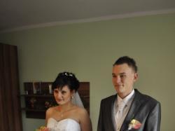 zjawiskowa suknia ślubna z kryształkami swarovskiego