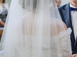 Zmysłowa suknia ślubna z koronki