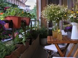 Znamy sposoby, jak przywrócić ładny wygląd balkonowym meblom