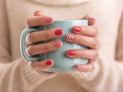 Zobaczcie, jak wykonać najmodniejsze świąteczne wzory na paznokciach!