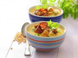 Zupa grochowa z lubczykiem