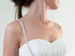 """Zwiewna leciutka suknia ślubna z muślinu z  """"opalam""""i i """"kryształkami"""""""