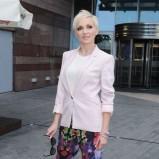 Anna Wyszkoni w kolorowych spodniach