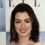 Anne Hathaway - półdługie włosy