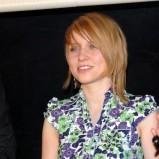 Asymetryczna fryzurka blond