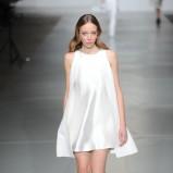 asymetryczna sukienka Bohoboco w kolorze białym - moda 2013