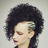 asymetrycznie wygolone włosy - fantazyjne uczesania