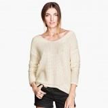 asymetryczny sweter H&M w kolorze beżowym - zimowa moda