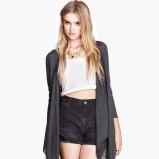 asymetryczny sweter H&M w kolorze popielatym - moda na jesień 2013