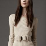 bardzo elegancki sweter Burberry w kolorze beżowym   - ubrania dla kobiet na jesień i zimę